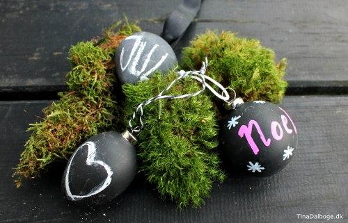 julekugler-med-tavlemaling-og-kridt-og-chalk-marker-julepynt