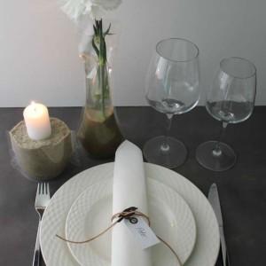 ide og inspiration til bordpynt og borddækning til fester med posevase og serviet med lædersnøre