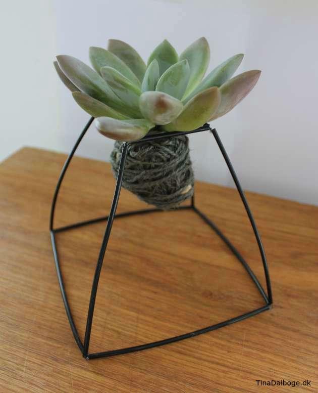 Inspiration til hvordan man kan lave en planteholder med konstruktionsrør