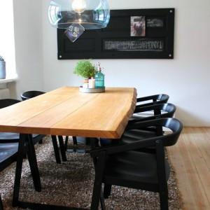Fyldningsdør malet med tavlelak brugt i indretningen i stuen