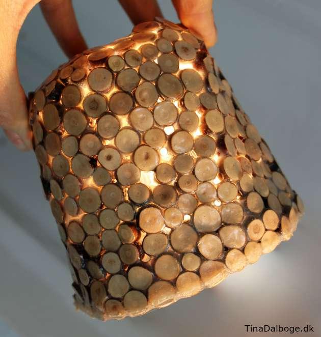 DIY-lampeskærm lavet af træstykker og paverpol lim