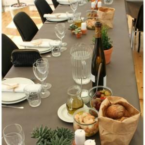 inspiration til fester bordopdækning med italiensk tema med brød i papirpose