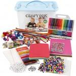 Hobbybox med masser af ting til kreativ udfoldelse