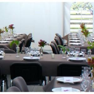 bordpynt med blomster i maj måned konfirmation kreashop